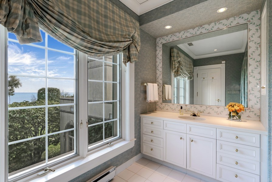Real Estate Photography - 700 Crab tree Ln, Lake Bluff, IL, 60044 - 3rd Bathroom