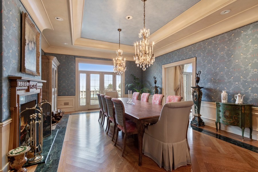 Real Estate Photography - 700 Crab tree Ln, Lake Bluff, IL, 60044 - Dining Room