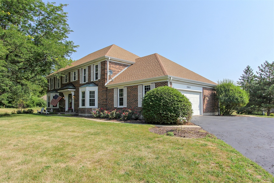 Real Estate Photography - 20553 N Weatherstone, Kildeer, IL, 60047 - Side View