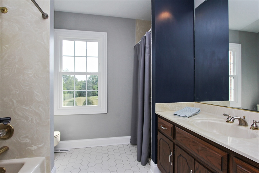 Real Estate Photography - 20553 N Weatherstone, Kildeer, IL, 60047 - 2nd Bathroom