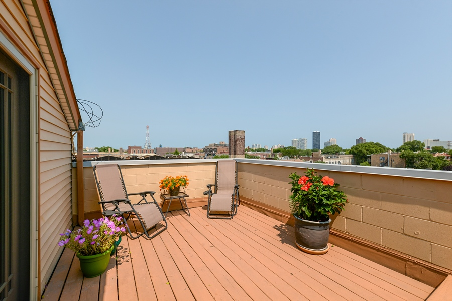 Real Estate Photography - 4913 N Ashland, Unit 3, Chicago, IL, 60640 - Deck