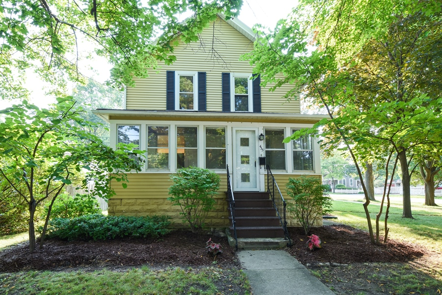 Real Estate Photography - 433 N Cook St, Barrington, IL, 60010 - Front View