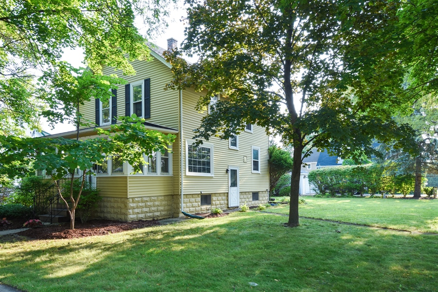 Real Estate Photography - 433 N Cook St, Barrington, IL, 60010 - Side View