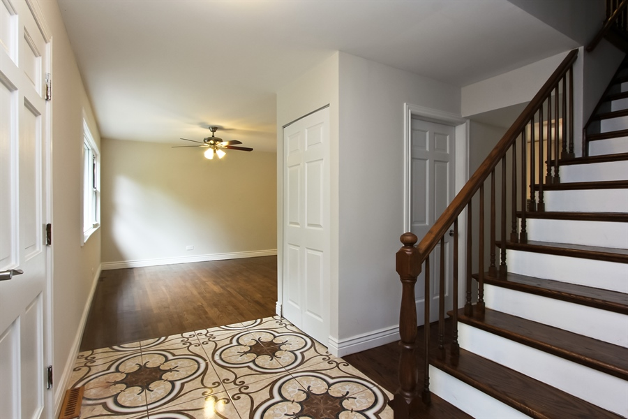Real Estate Photography - 440 Old Rand Rd, Lake Zurich, IL, 60047 - Foyer