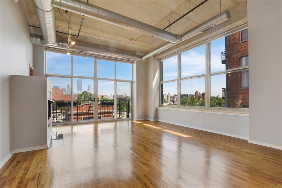 Real Estate Photography - 6 S Laflin, 413, Chicago, IL, 60607 - Living Room