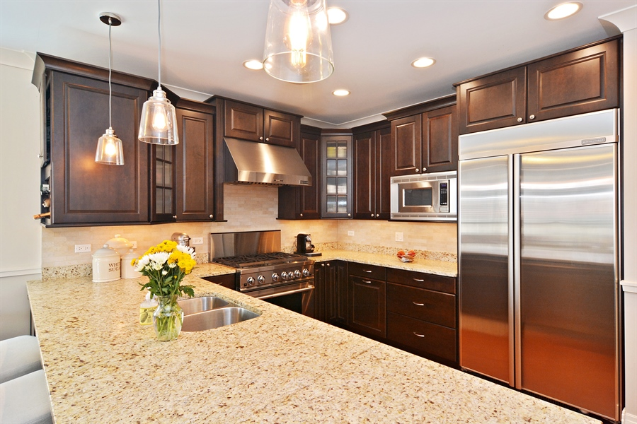 Real Estate Photography - 2848 N Sheffield, 3S, Chicago, IL, 60657 - Kitchen