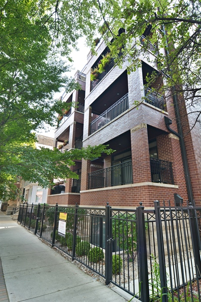 Real Estate Photography - 2848 N Sheffield, 3S, Chicago, IL, 60657 - Front View