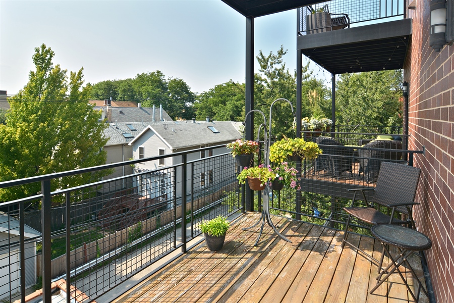 Real Estate Photography - 2848 N Sheffield, 3S, Chicago, IL, 60657 - Deck