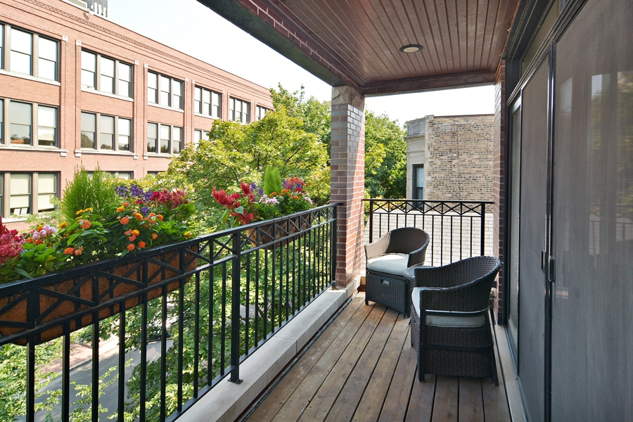 Real Estate Photography - 2848 N Sheffield, 3S, Chicago, IL, 60657 - Balcony