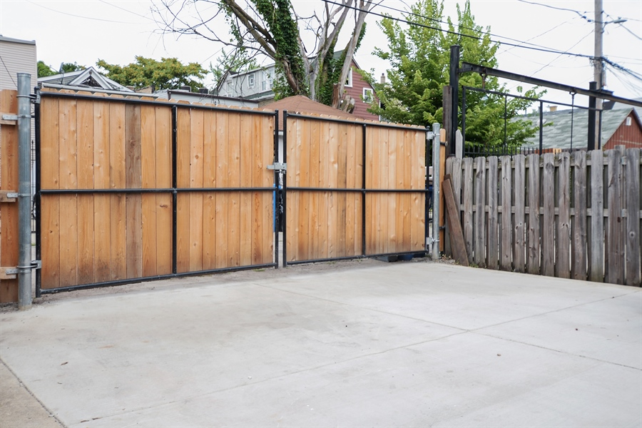 Real Estate Photography - 918 N Mozart, Chicago, IL, 60622 - Parking Area