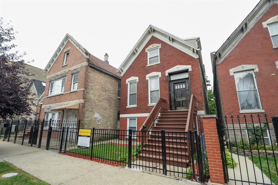 Real Estate Photography - 918 N Mozart, Chicago, IL, 60622 - Front View