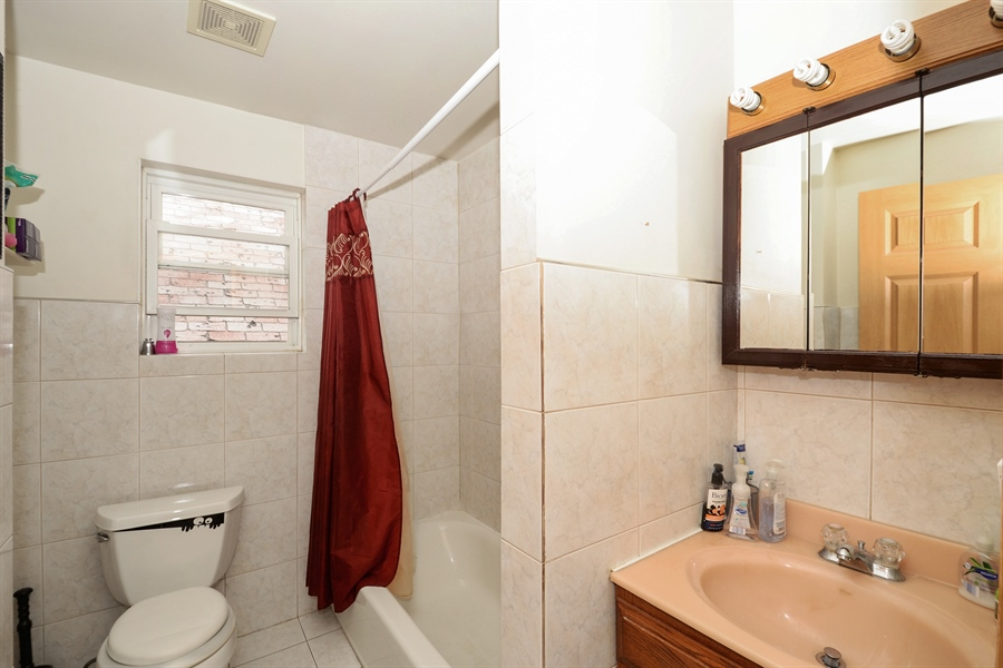 Real Estate Photography - 918 N Mozart, Chicago, IL, 60622 - Bathroom