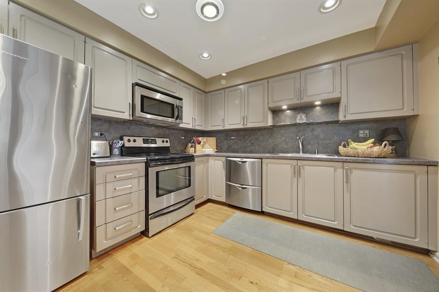 Real Estate Photography - 2 Oak Brook Club Drive, C107, Oak Brook, IL, 60523 - Kitchen
