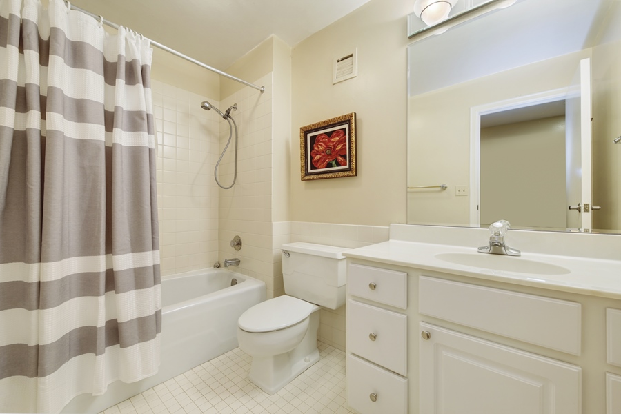 Real Estate Photography - 2 Oak Brook Club Drive, C107, Oak Brook, IL, 60523 - Bathroom