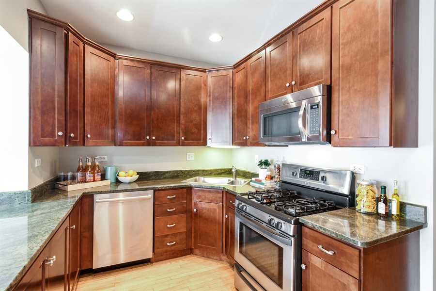 Real Estate Photography - 1655 W Olive Ave, 1W, Chicago, IL, 60660 - Kitchen
