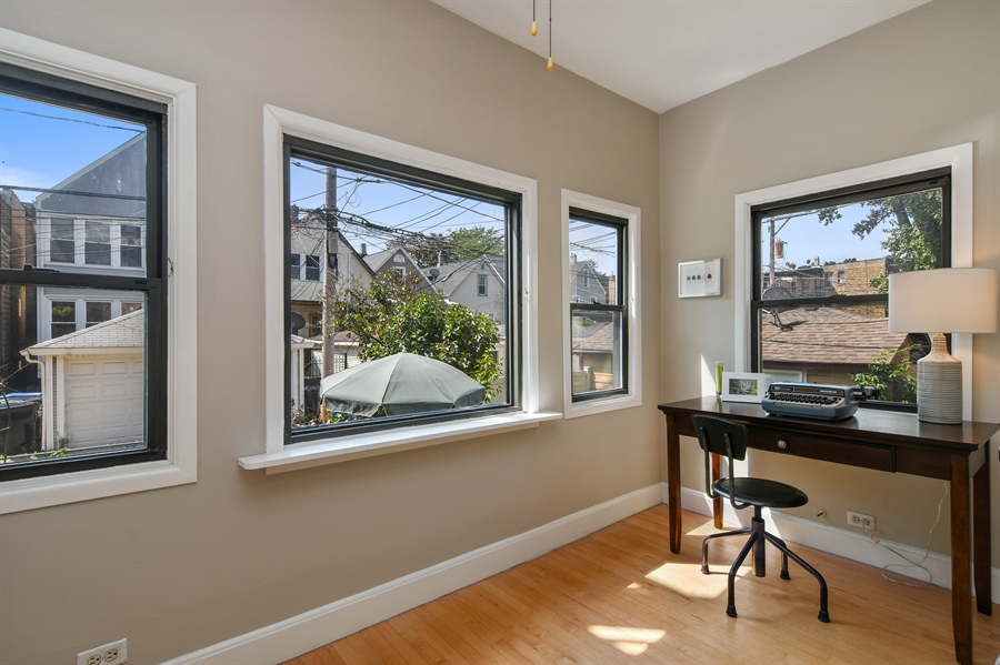 Real Estate Photography - 1655 W Olive Ave, 1W, Chicago, IL, 60660 - Office