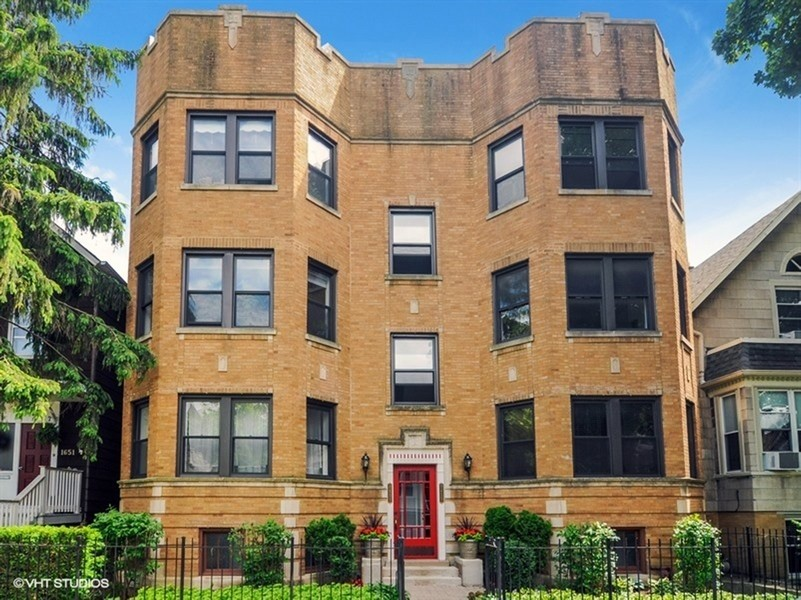 Real Estate Photography - 1655 W Olive Ave, 1W, Chicago, IL, 60660 -