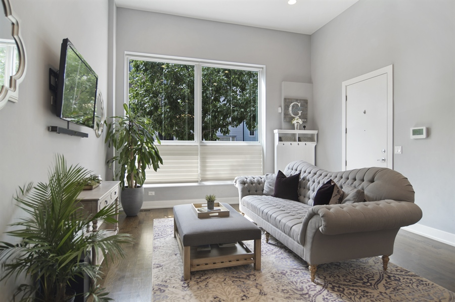 Real Estate Photography - 1522 Cortez St., 1, Chicago, IL, 60642 - Living Room