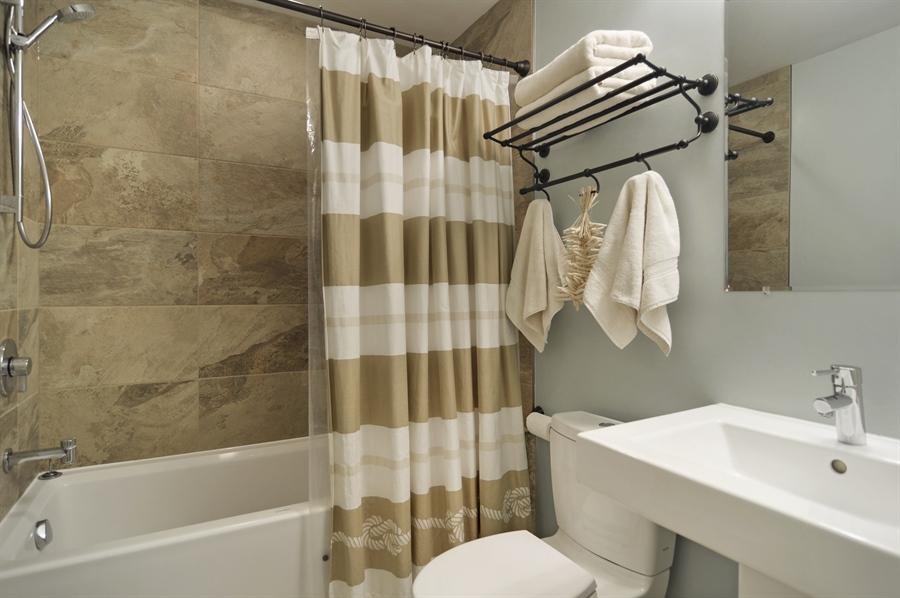 Real Estate Photography - 1522 Cortez St., 1, Chicago, IL, 60642 - Bathroom