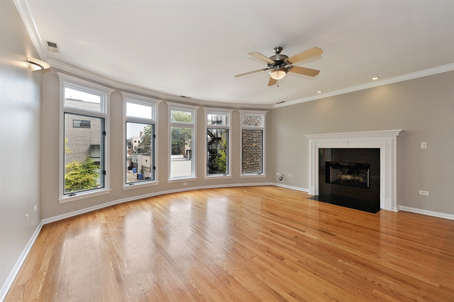 Real Estate Photography - 1012 N. Wood, 2, Chicago, IL, 60622 - Living Room