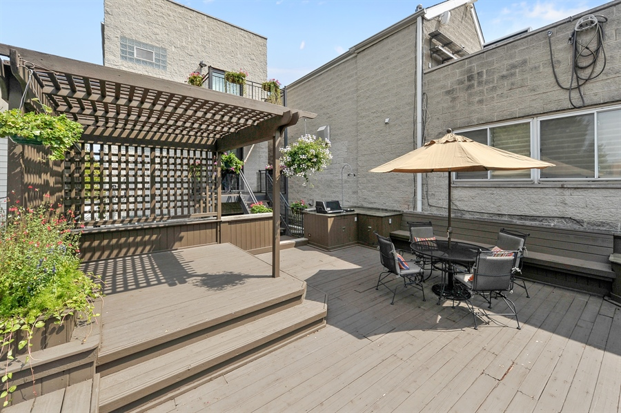 Real Estate Photography - 1012 N. Wood, 2, Chicago, IL, 60622 - Deck