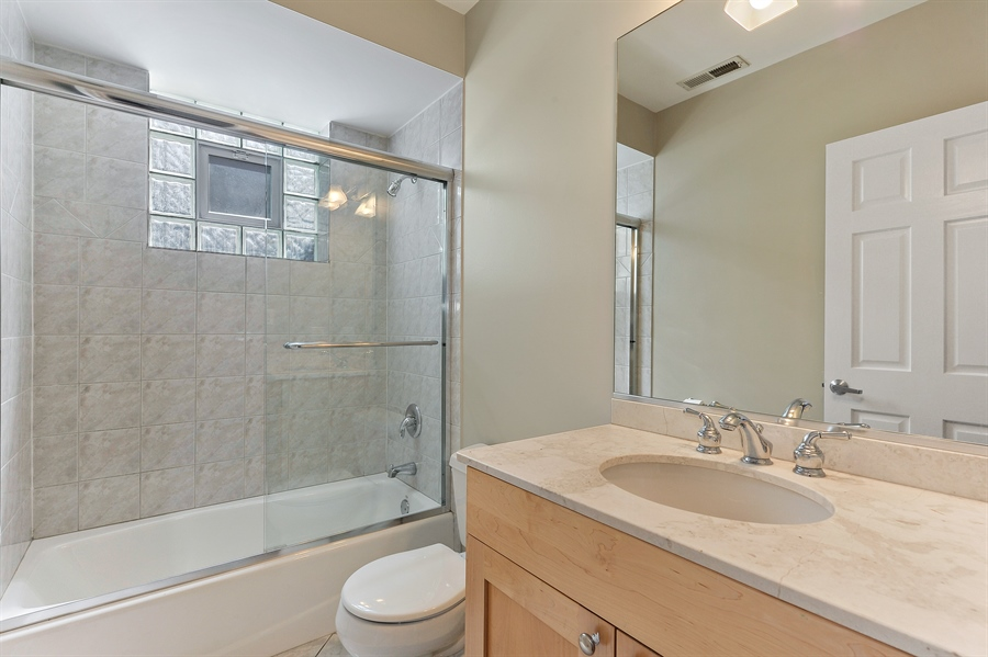 Real Estate Photography - 1012 N. Wood, 2, Chicago, IL, 60622 - 2nd Bathroom
