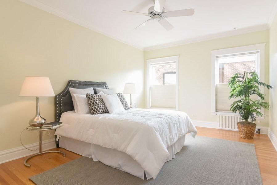 Real Estate Photography - 642 Sheridan Pl, 3, Evanston, IL, 60202 - Master Bedroom