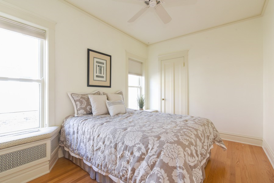 Real Estate Photography - 642 Sheridan Pl, 3, Evanston, IL, 60202 - 3rd Bedroom