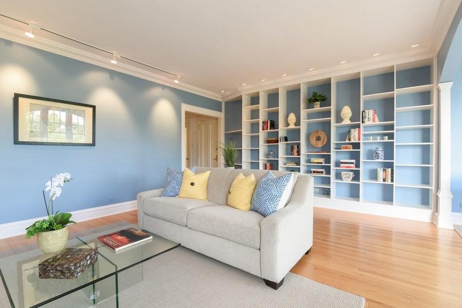Real Estate Photography - 642 Sheridan Pl, 3, Evanston, IL, 60202 - Living Room