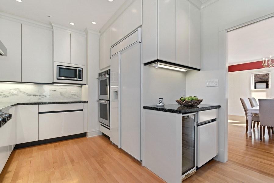 Real Estate Photography - 642 Sheridan Pl, 3, Evanston, IL, 60202 - Kitchen