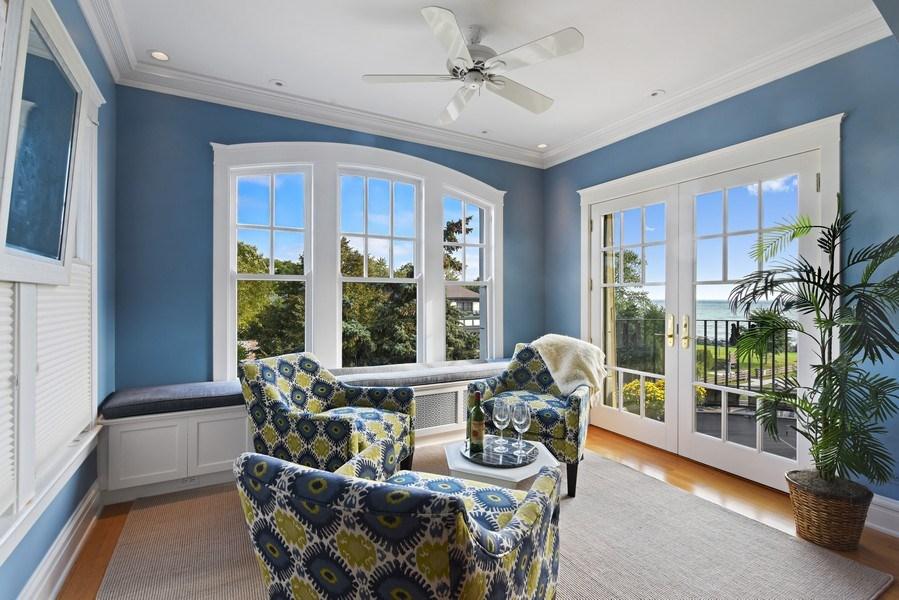 Real Estate Photography - 642 Sheridan Pl, 3, Evanston, IL, 60202 - Sunroom