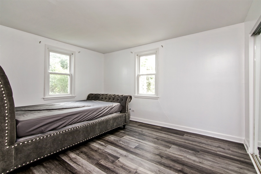 Real Estate Photography - 323 Neva Ave, Glenview, IL, 60025 - 2nd Bedroom