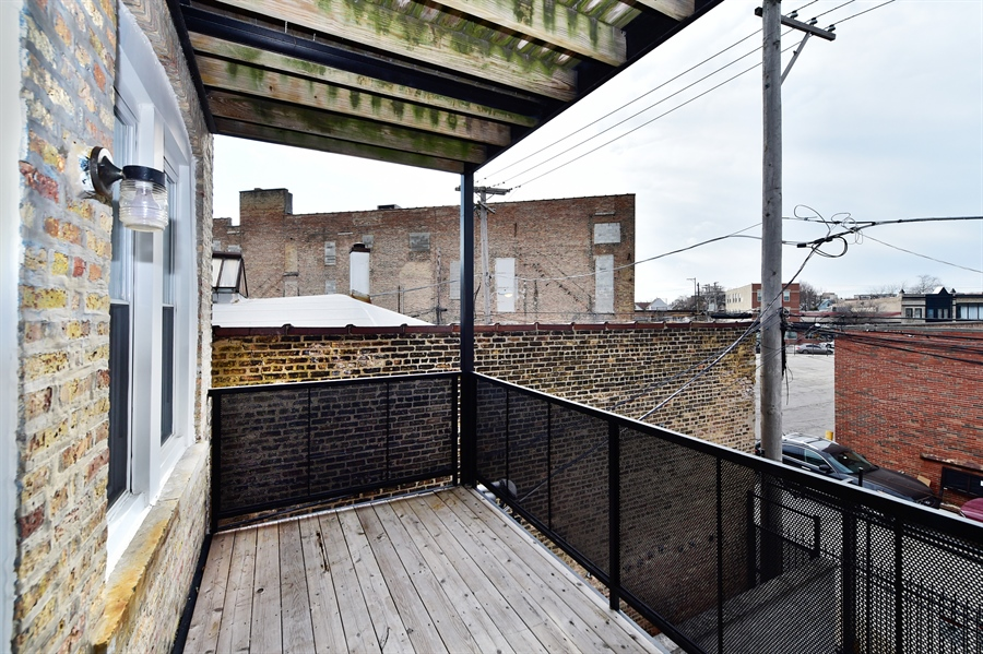 Real Estate Photography - 2052 N Campbell, Chicago, IL, 60647 - Deck