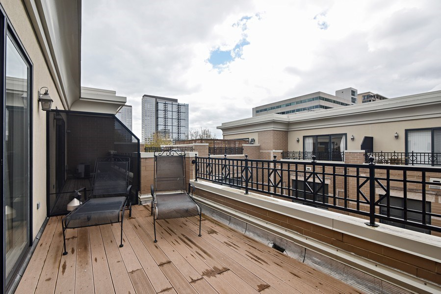 Real Estate Photography - 1816 S Indiana, Unit F, Chicago, IL, 60616 - Deck
