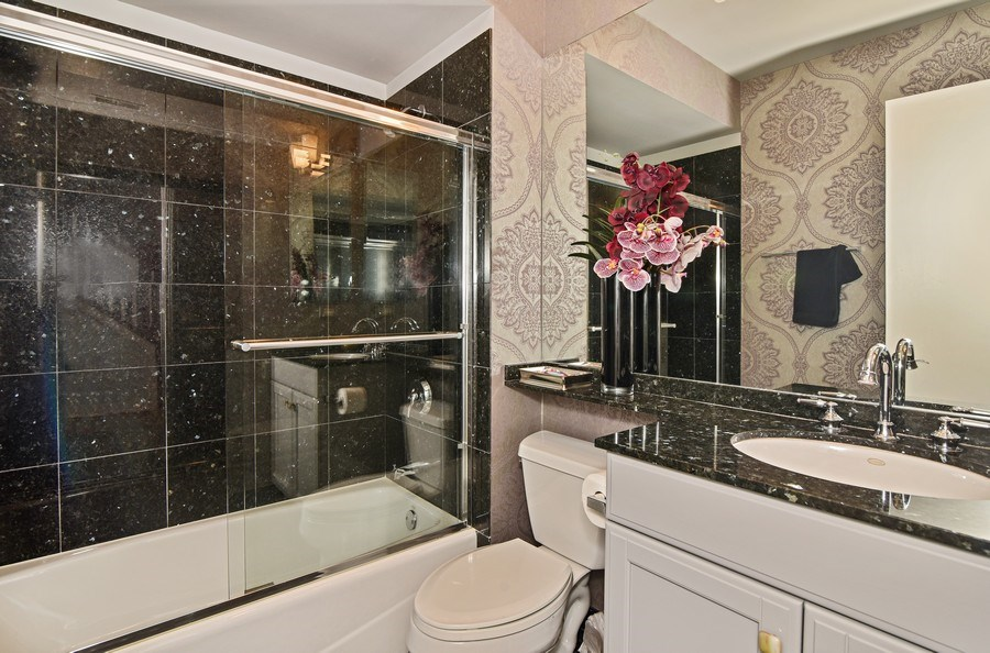 Real Estate Photography - 1816 S Indiana, Unit F, Chicago, IL, 60616 - Bathroom