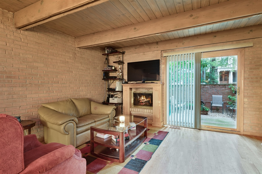 Real Estate Photography - 2218 N Magnolia, unit TI, Chicago, IL, 60614 - Living Room