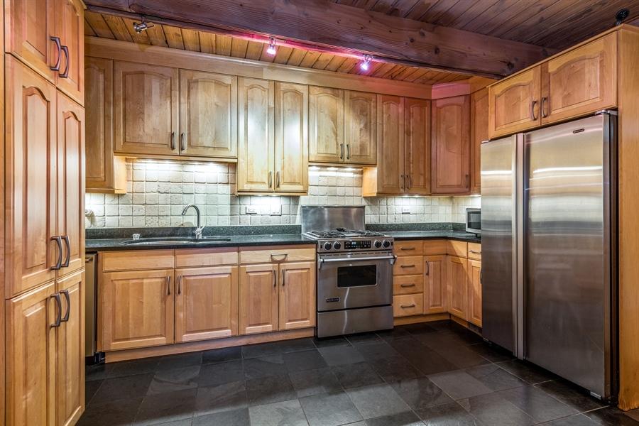 Real Estate Photography - 2218 N Magnolia, unit TI, Chicago, IL, 60614 - Kitchen