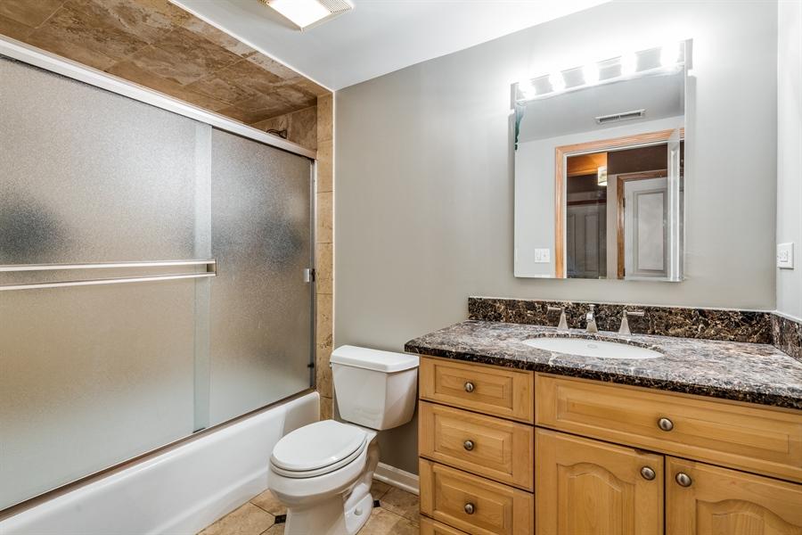 Real Estate Photography - 2218 N Magnolia, unit TI, Chicago, IL, 60614 - Master Bathroom