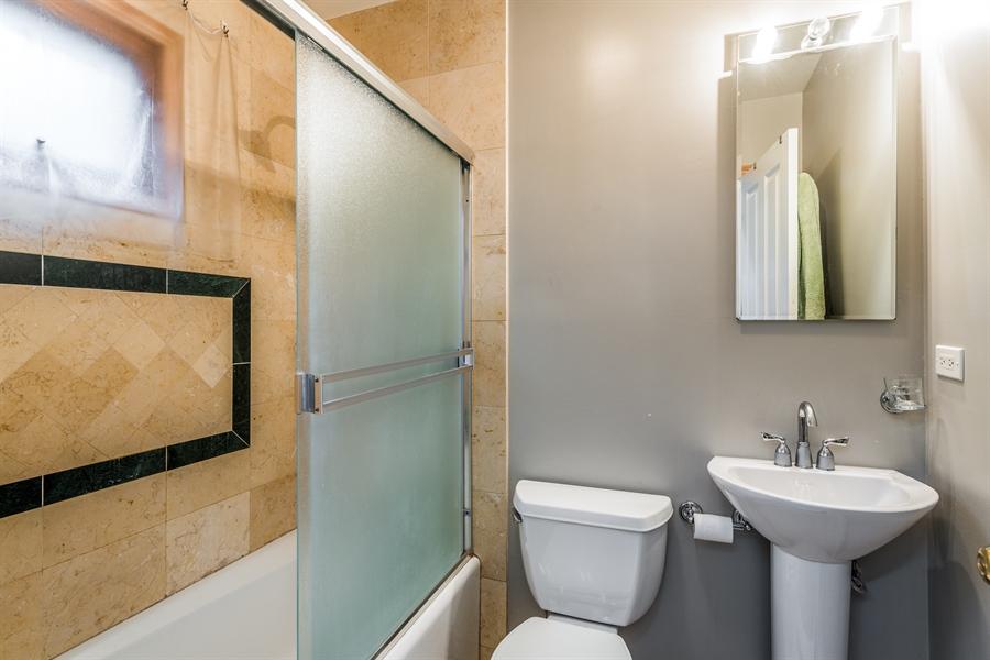 Real Estate Photography - 2218 N Magnolia, unit TI, Chicago, IL, 60614 - 2nd Bathroom