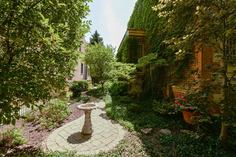 Real Estate Photography - 2017 W. Walton, Chicago, IL, 60622 - Side Yard