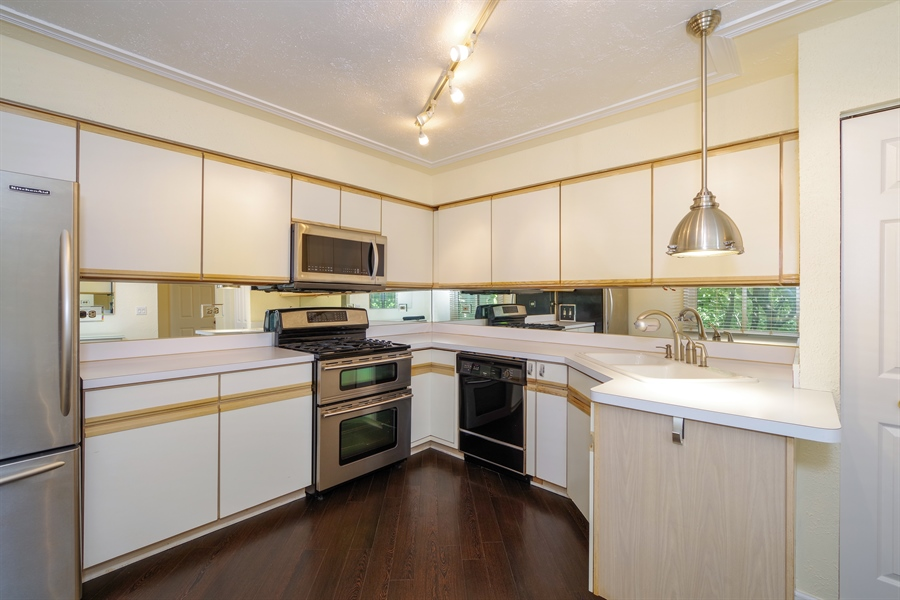 Real Estate Photography - 961 Pinetree Circle S, Buffalo Grove, IL, 60089 - Kitchen
