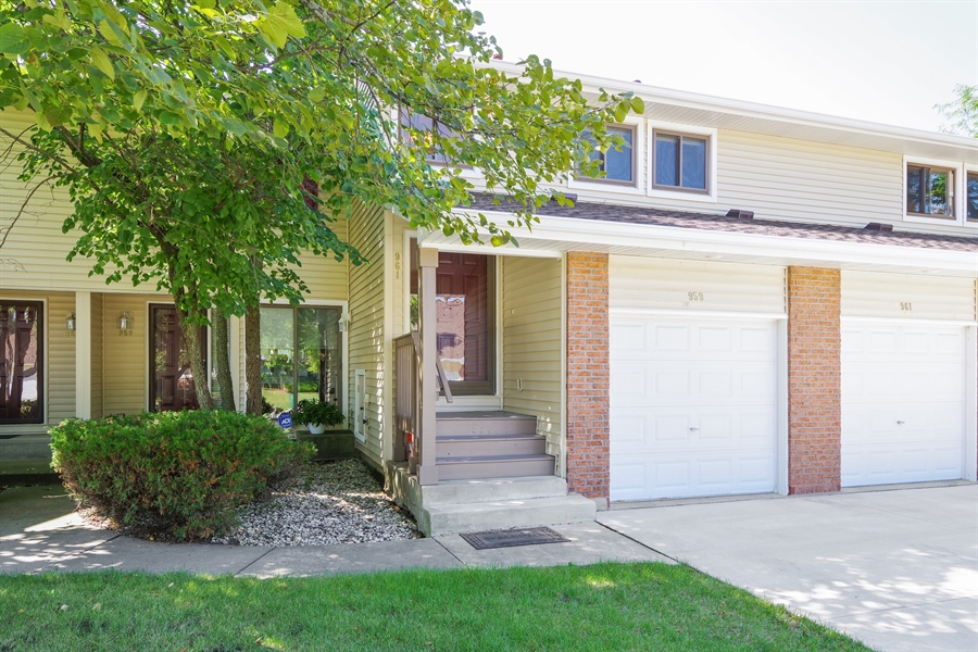 Real Estate Photography - 961 Pinetree Circle S, Buffalo Grove, IL, 60089 - Front View