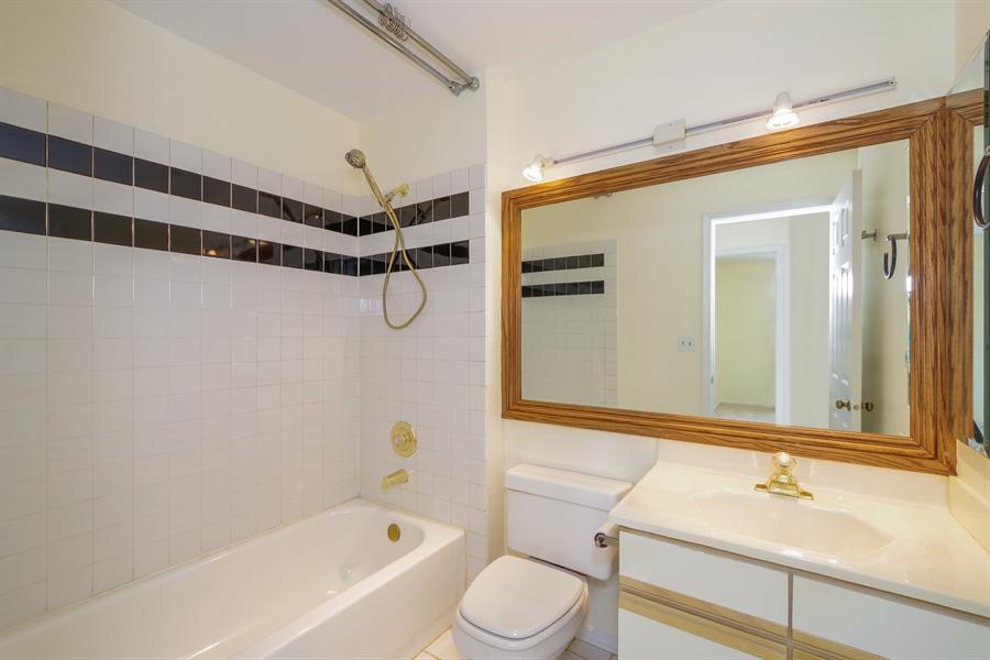 Real Estate Photography - 961 Pinetree Circle S, Buffalo Grove, IL, 60089 - Bathroom