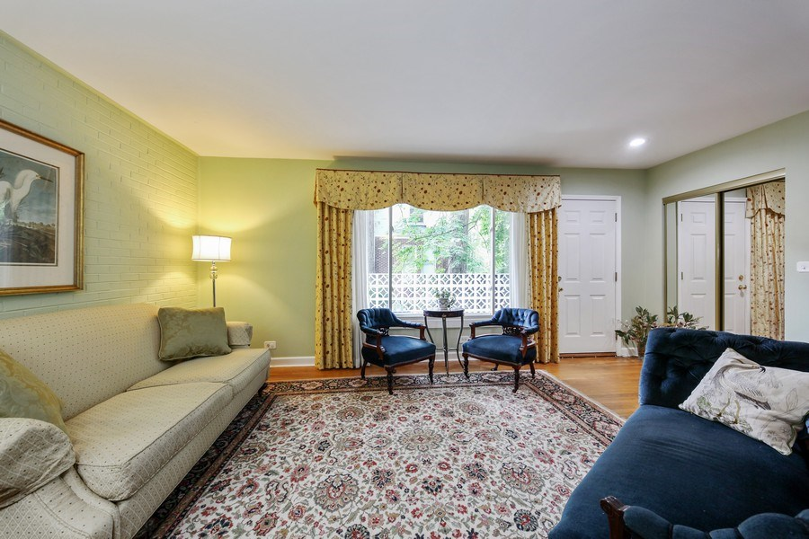 Real Estate Photography - 625 Mulberry Pl, #A, Highland Park, IL, 60035 - Living Room