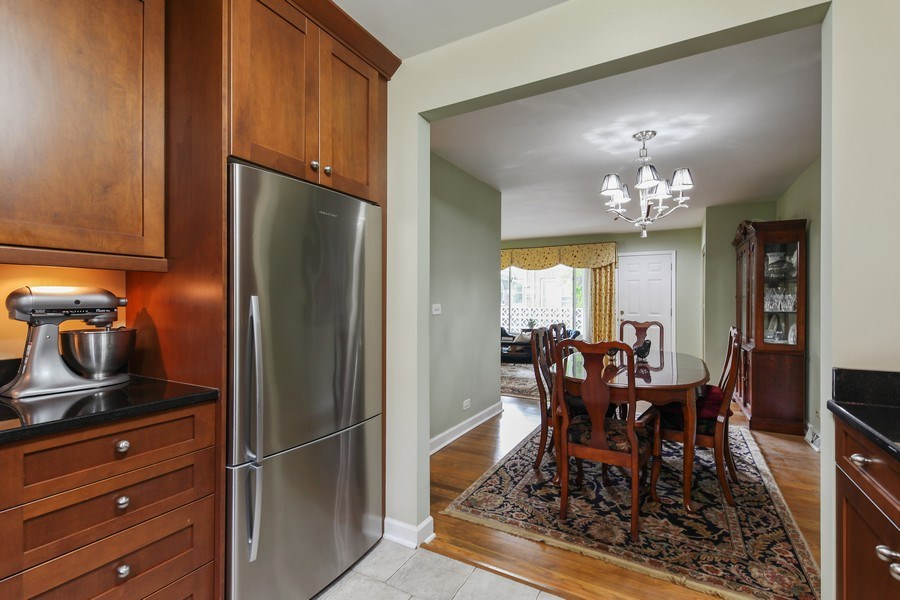 Real Estate Photography - 625 Mulberry Pl, #A, Highland Park, IL, 60035 - Kitchen
