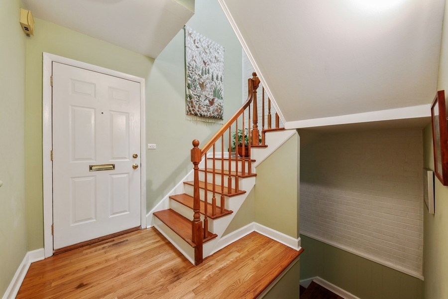 Real Estate Photography - 625 Mulberry Pl, #A, Highland Park, IL, 60035 - Staircase