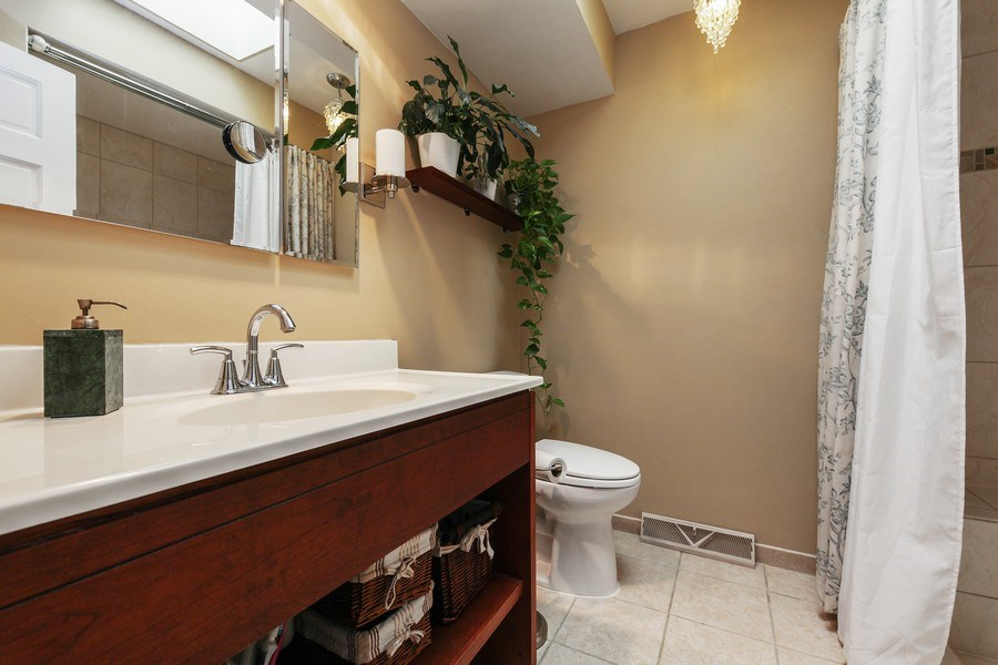 Real Estate Photography - 625 Mulberry Pl, #A, Highland Park, IL, 60035 - Bathroom