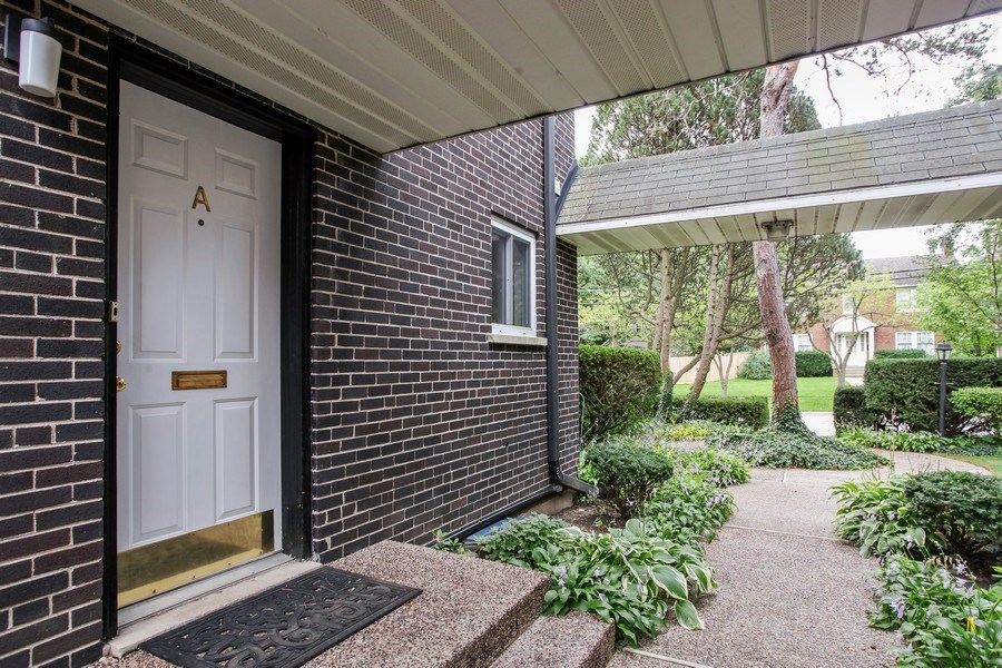 Real Estate Photography - 625 Mulberry Pl, #A, Highland Park, IL, 60035 - Entryway