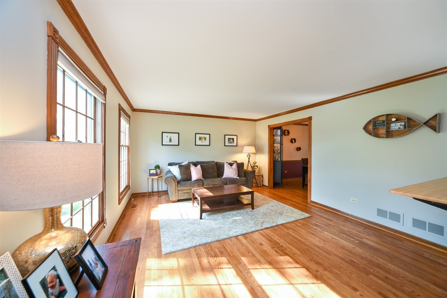 Real Estate Photography - 224 Lexington ave, Fox River Grove, IL, 60021 - Living Room
