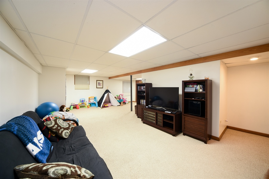 Real Estate Photography - 224 Lexington ave, Fox River Grove, IL, 60021 - Recreational Room